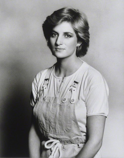 a lovely picture of princess diana from 1987 She made those clothes look so good!