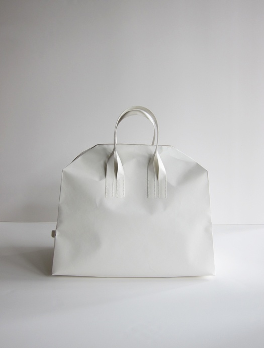 Papier Traveling Bag. Made from Tyvek?, a shockingly strong ...
