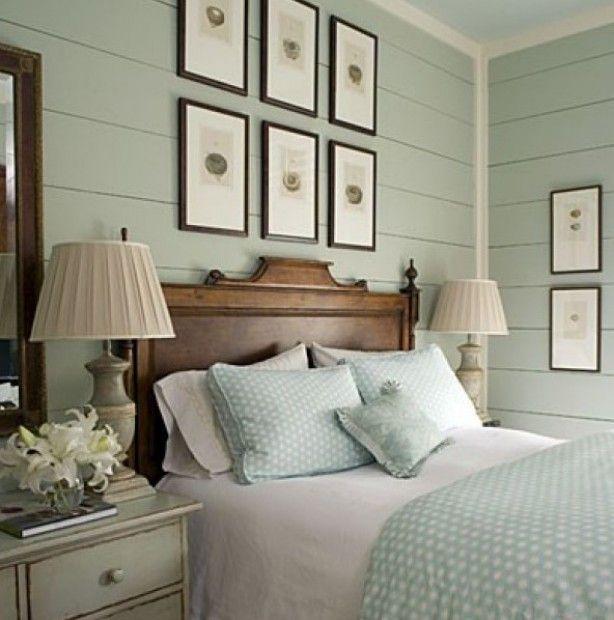 Mooie rustige slaapkamer in munt kleuren. Tref: hout, munt, mint, romantisch, slapen, bed