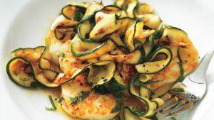 Ja weer een andere variatie op pasta gemaakt van courgette, dit keer met kip, Pesto Rosso en zongedroogde tomaat.