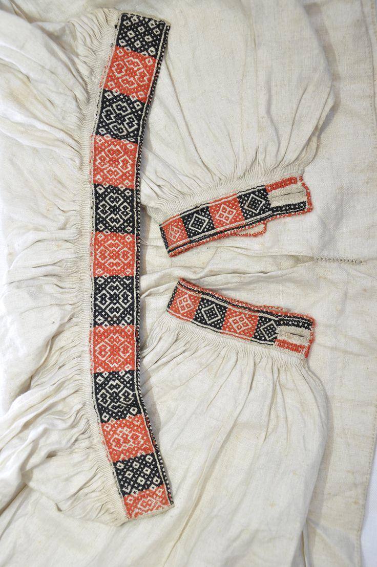 Gammel brodert skjorte fra Nesbyen, privat eie. Foto Vibeke Hjønnevåg. http://home.online.no/~vi-hjoen/