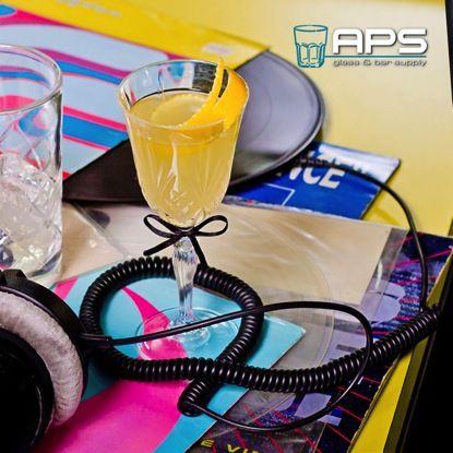 Maak er allemaal een mooie avond en nacht van. Wij zitten alvast aan de champagne-cocktail, cheers en tot volgend jaar!   #bar #inspiratie #mixology #glaswerk #glassware #aps #happynewyear #gelukkignieuwjaar