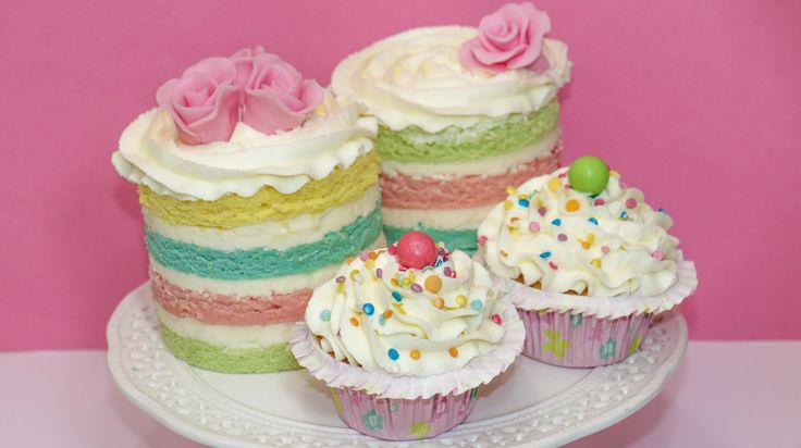 Most Delicious Frosting Recipe for Cakes & Cupcakes - http://cakesmania.net/delicious-frosting-recipe-cakes-cupcakes/
