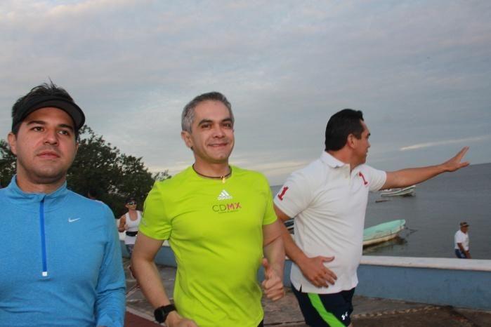Encabeza Jefe de Gobierno carrera por malecón de Campeche