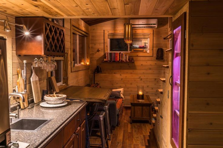 Kitchen and dining area - Shangri-Little at Live A Little Chatt