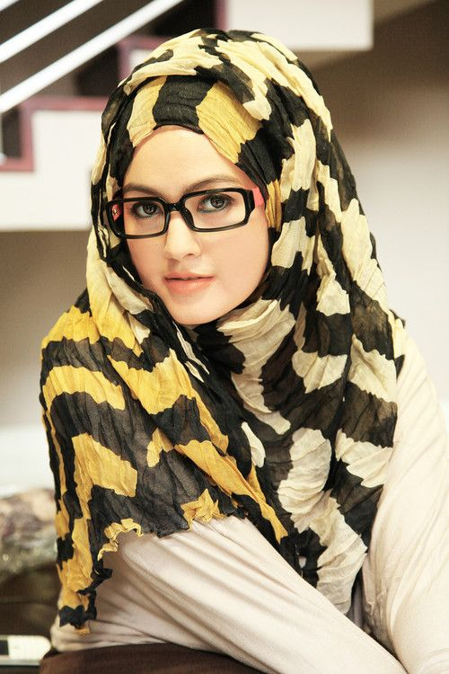 I rarely see pitcured with sisters that use glasses this pic is a really nice one! And a large hijab , we got some large ones in stock now check them out at Hijabnow.