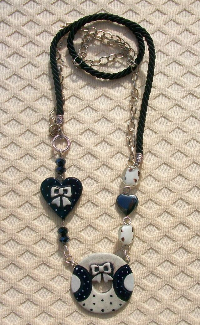 White and deep black necklace....35 Euro shipping included to Europe.