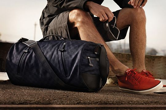hawt: Louis Vuitton, Gym Bags, Fashion Bags, Red Shoes, Bags Patterns, Men Bags, Holidays Gifts, Duffle Bags, Lv Bags