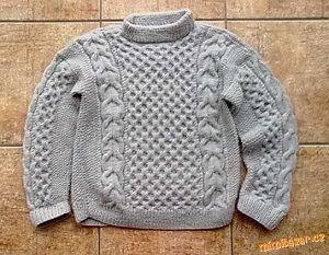 šedý svetr