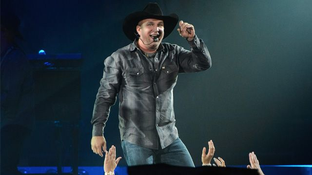 "A fan who traveled to see Brooks after getting chemo that morning received a special gift from the country star. Garth Brooks made sure the world knew the Value of One fighting cancer! ""Chemo This Morning. Garth Tonight. Enjoying The Dance"" - Way to go! Thoughts and prayers are with you Teresa Shaw!"