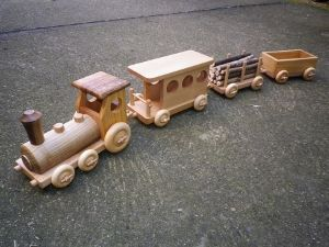 petit train de marchandises jouet en bois