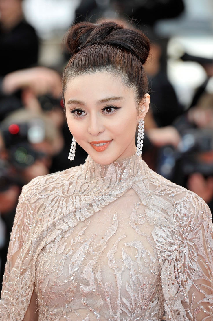 Fan Bing Bing pour L'Oréal Paris. Glamour in Streetstyle