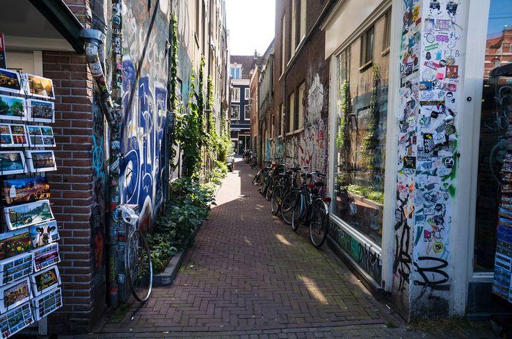 Streets of Amsterdam at summer! Street Art, Netherlands, Alley, Bikes  http://tinytrek.blogspot.fi/2016/08/amsterdam.html