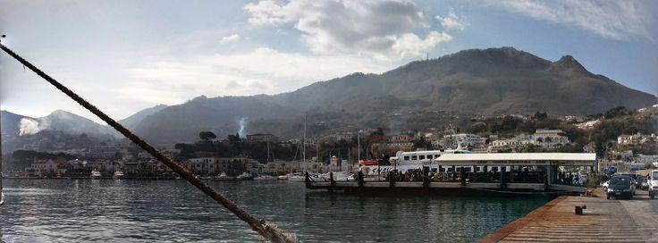 #Ischia l'Italie dans la peau Voilà l'article Vera Italia dédié à l'île  ⛱ avec plan dédié Prêts à partir ?