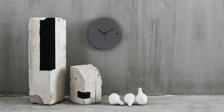Ρολόγια επιτραπέζια. Desk clock tre small grey 45€ | xline ρολογια τοιχου