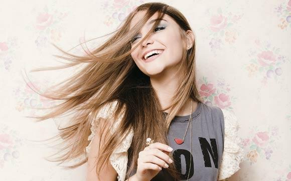 Escova progressiva x escova definitiva: qual é a melhor para seu cabelo?