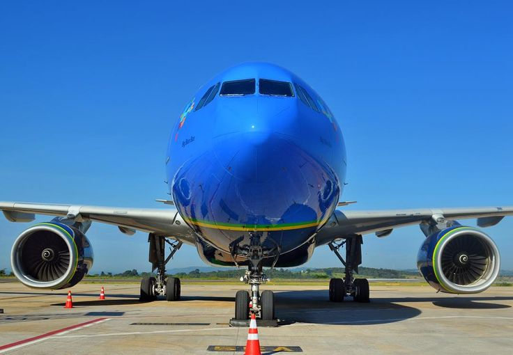 Ao vivo do solo confins. O PR-AIT Airbus A330 da @azulinhasaereas que passou por retrofit e aguarda os processos de nacionalização. A previsão de decolagem é as 15hrs com destino a VCP (Campinas) by cnfaovivo