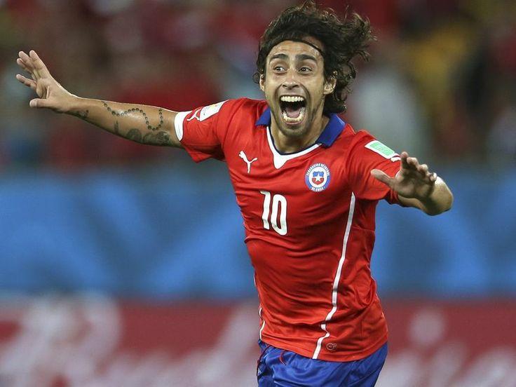 Jorge Valdivia celebrando un golciño