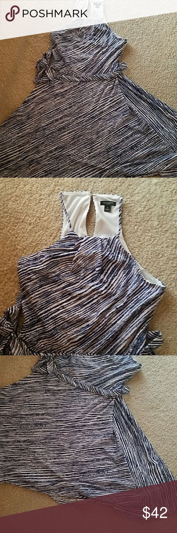 Ann Taylor EUC Halter dress Ann Taylor halter dress. Gorgeous stripes. Tie at waist. Flows away from waist. Perfect for a wedding, date night...especially with dancing. Ann Taylor Dresses