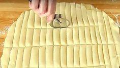 Ποιο γλυκό είναι εύκολο, κλασικό και αγαπημένο; Η λαχταριστή μηλόπιτα! Αν έχετε περιορισμένο χρόνο και δεν μπορείτε να ετοιμάσετε την κλασσική συνταγή, δοκιμάστε αυτή την εκδοχή. Είναι μια σύγχρονη εκδοχή της κλασικής μηλόπιτας. Μηλοπατάτες! Το μόνο που χρειάζεστε είναι δύο φύλλα σφολιάτας,μαρμελάδα μήλο εδω συνταγη ή σαλτσα μήλου συνταγη εδω ή την κλασσική γέμιση της μηλόπιτας.Εδώ θα βρείτε πολλές …