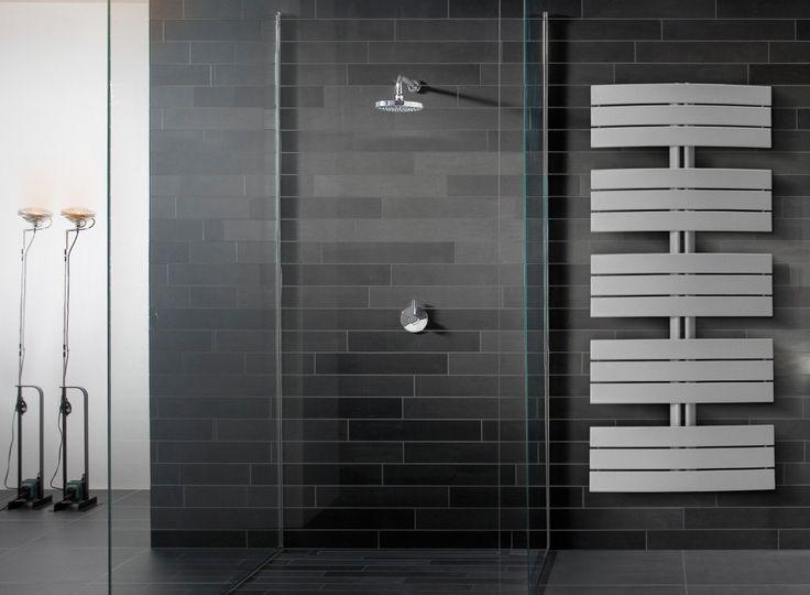 Vattenburna handdukstorken Purmo Apolima ger plats för många handdukar.
