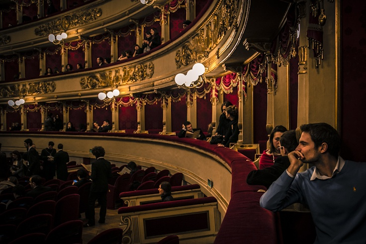 UNDER30 audience waiting for Roméo et Juliette on 16 December 2012