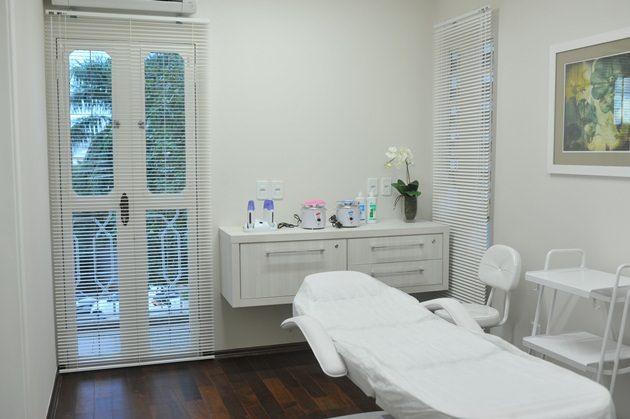 grande sala de masaje facial en Logroño