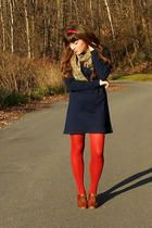 Red pantyhose and blue wool dress