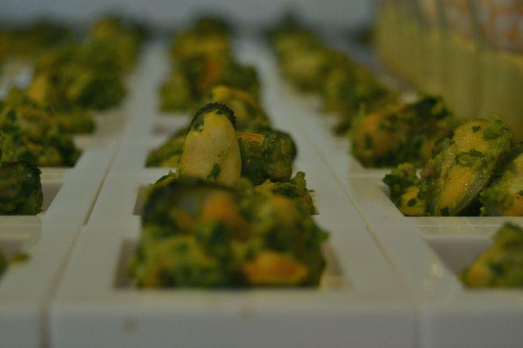 Cozze di Spezia con crema di broccoletti e pancetta croccante