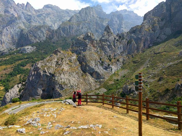 Vía ferrata de Picos de Europa en Posada de Valdeón vista desde el mirador del Tombo.