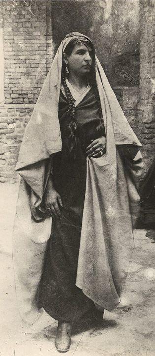 Persian Woman (Qajar Dynasty - Persia - late 1800s/early 1900s) [570x1300] #HistoryPorn #history #retro http://ift.tt/1q46D4Y