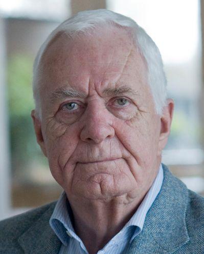 Aad van den Heuvel 28-06-1935 Nederlandse oud-journalist, programmamaker en schrijver. Tot 1973 was Van den Heuvel verslaggever en presentator van Brandpunt, en bereisde in die hoedanigheid de hele wereld. Grote bekendheid bereikte hij eind jaren tachtig met Ook dat nog!. https://youtu.be/bL09jq7mwkU