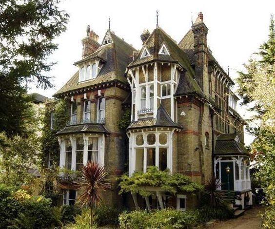 Grande casa in stile vittoriano