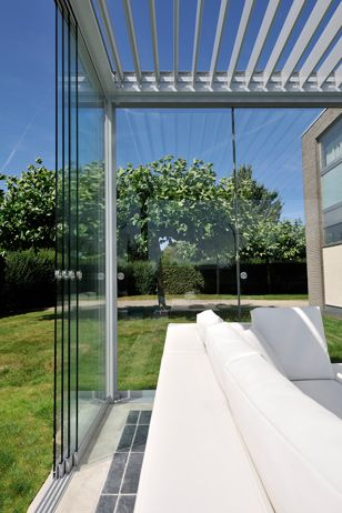 Brustor B 200 outdoor living detail glaswand
