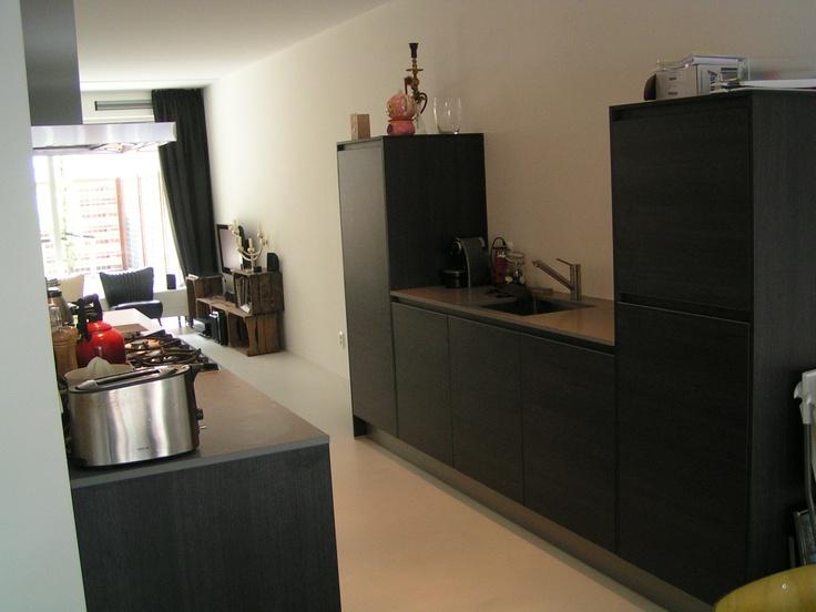 Zwart Eiken greeploze opstelling met halfhoge kasten en composiet blad. - in Amsterdam