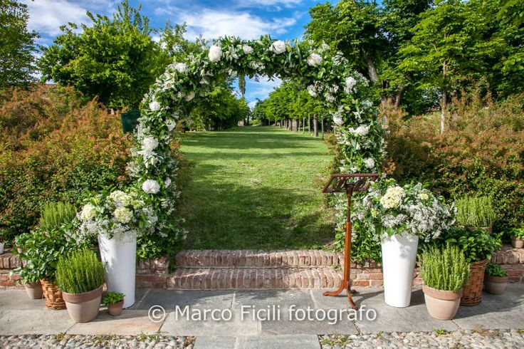Floral decoration for a country chich wedding