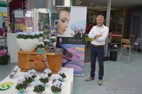 Marc van Heijningen presenting the new concept Make-Upz cyclamen (Bloemen- en plantennieuws)