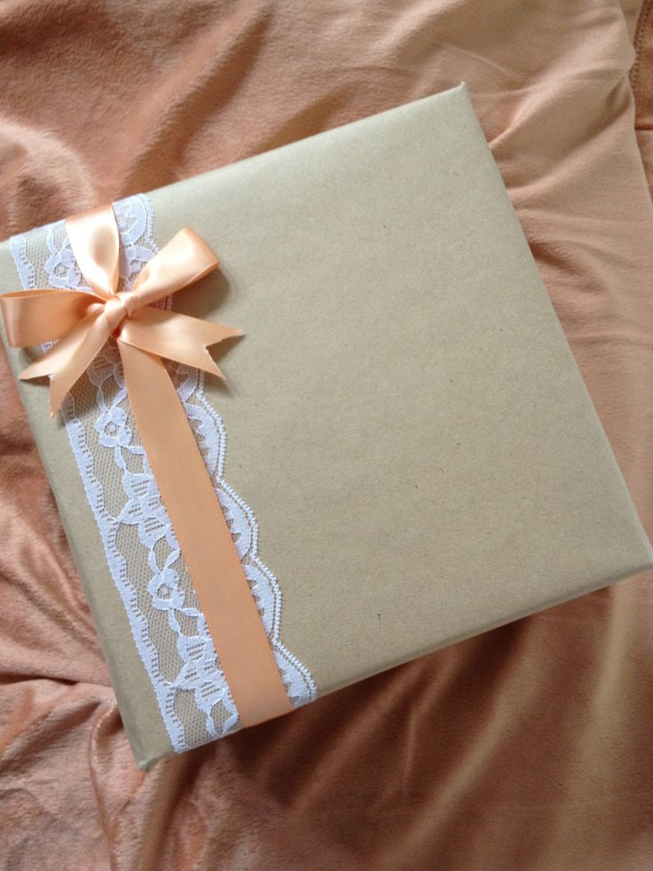 Gift Wrap Idea!!! Bebe'!!! Love the lace and satin ribbon and bow!!! http://regalosfabulosos.com/ideas-para-envolver-regalos-creativos-curiosos/