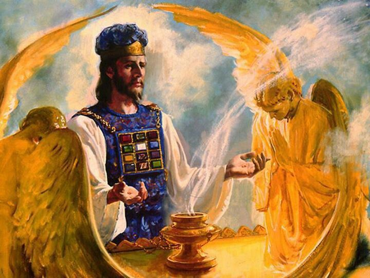 sacerdote e a Arca da Aliança