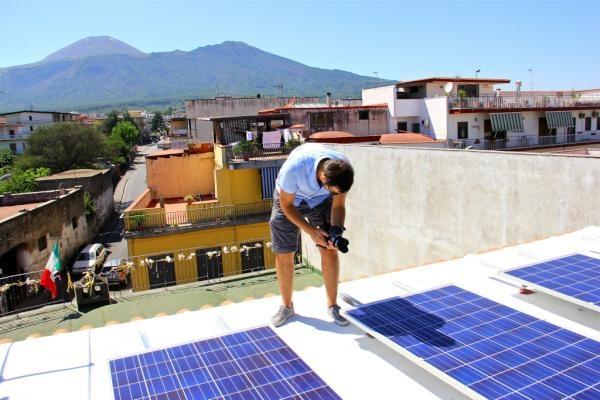 Quant'è bello lavorare sui tetti, con sto caldo soprattutto! :)