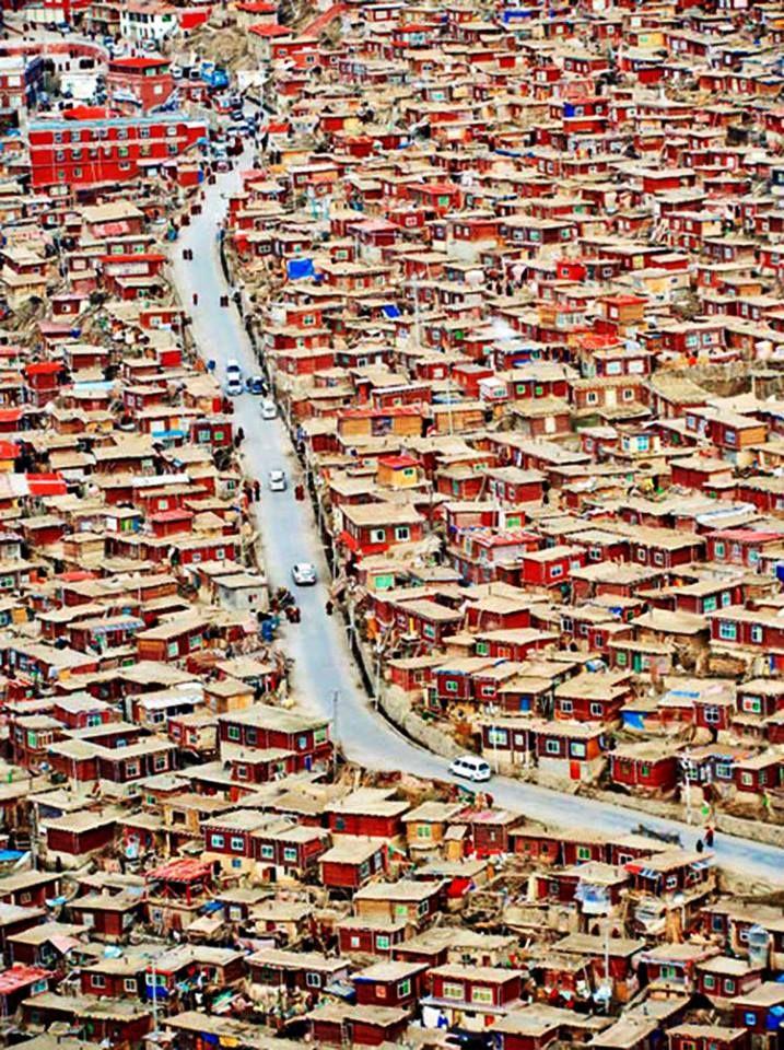 Larung Valley,Serthar, Xizang (Tibet), China