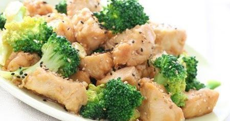 Receta de pollo con brocoli. Saltado de pollo con brocoli rapido y facil. La receta de pollo con brocoli lleva pocos ingredientes es rapida de hacer, facil y saludable