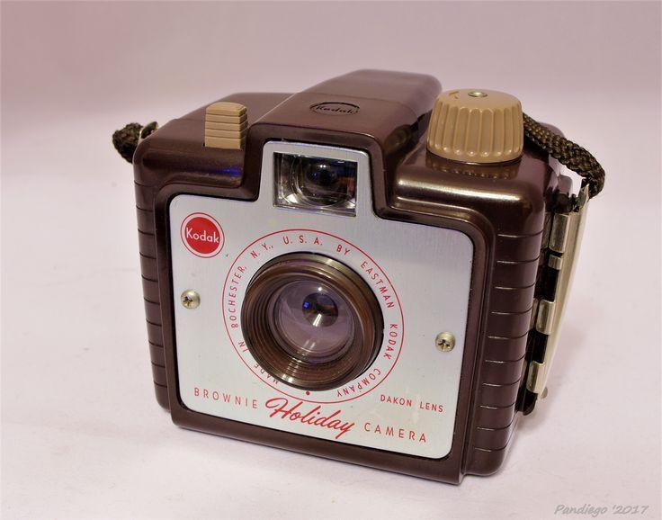 Eastman Kodak - Brownie Holiday Camera (1953-1957)