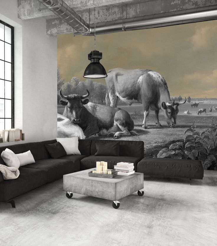 Geen paard in de gang, maar een koe op de muur! Wat een supergave bewerking ook, zwart/wit in combinatie met hele zachte blauw-tinten. Echt een topper, dit behang!  #behang #koeien #landschap #zwartwit #babyblauw #blauw #tapete #papierpeint #wallcovering