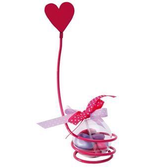 Voici un élément de décoration très romantique puisqu'il s'agit d'un fil métal torsadé qui se termine en un cœur !