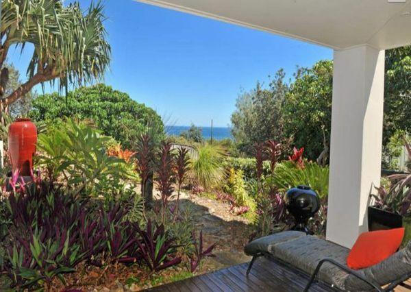 Moderne Gartengestaltung – 100 erstaunliche Gartenideen - rote akzente Gartenideen landschaft trends pflanzenarten