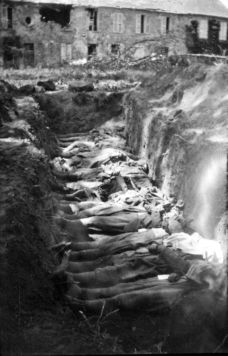 """""""Juillet 1918, Aisne. Fosse commune, indiquant les pertes de nouveau très élevées associées à la reprise de la guerre de mouvement."""" FrantzAdams. AFP."""
