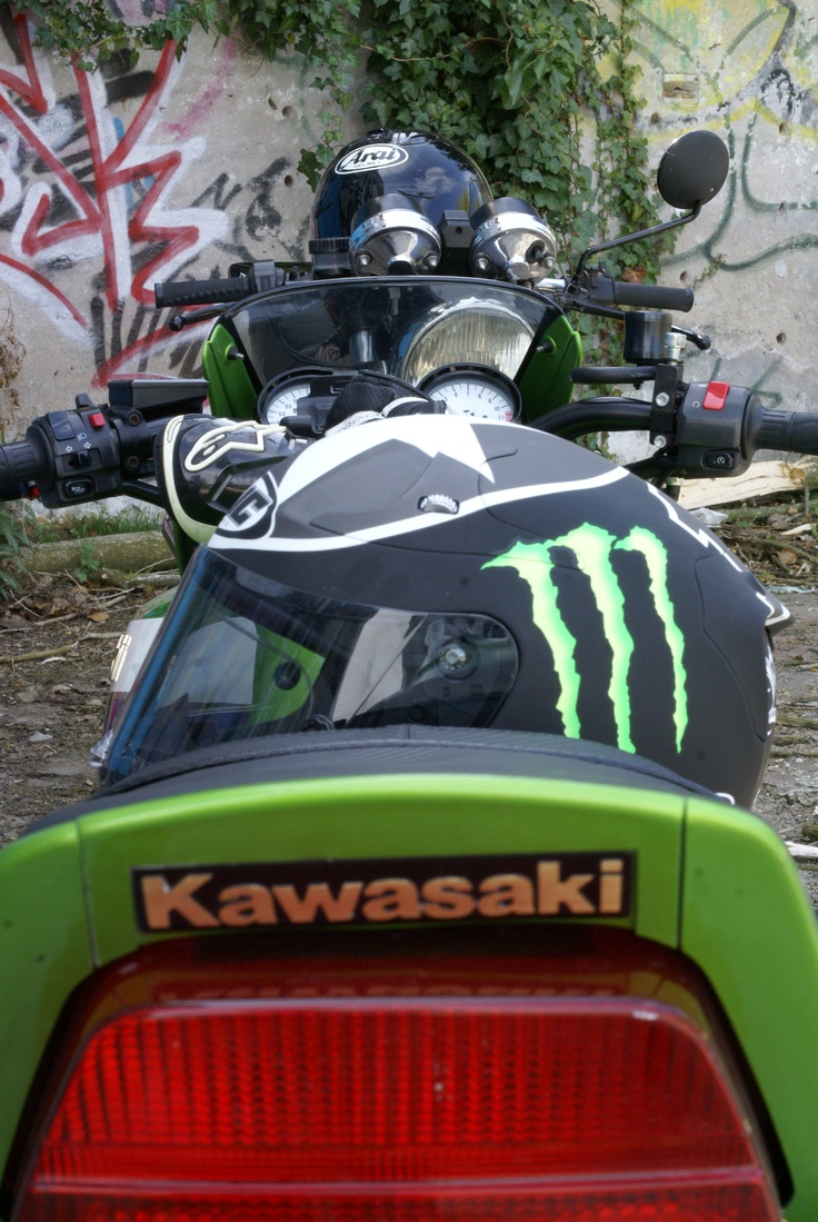 Ducati Darmah vs Kawasaki ZRX