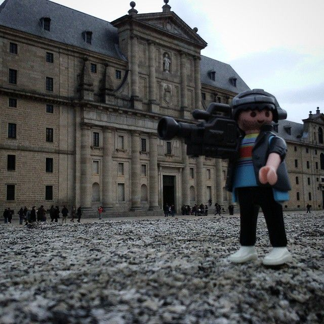 Reportero Joe en San Lorenzo de El Escorial #sanlorenzo #elescorial #escorial #monasteriodelescorial #playmobil #playmo #reporterojoe #madrid #playmobilove #playmobilespaña #playmobilphotography #playmobilphoto #playmobilcommunity #playmobilfigures #playmobilcollection #playmobilporelmundo #playmobilworld #click #clickphotography #clickcollection #toy #toy4live #toygram #toyslagram #toyphotography #toycommunity