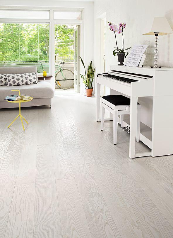 Ash parquet SILK, brushed matt lacquered is light and elegant floor. www.timberwiseparquet.com  Saarniparketti SILK, harjattu mattalakattu on kepeä ja elegantti lattia. www.timberwiseparketti.fi